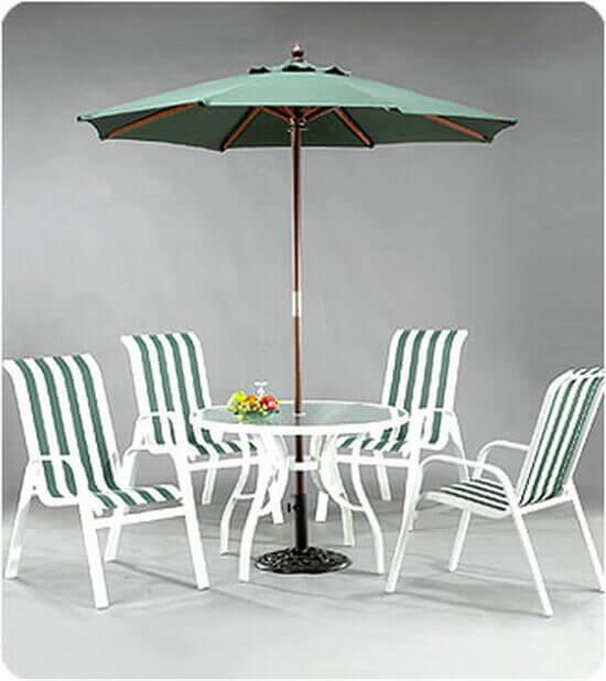 咖啡店藤椅